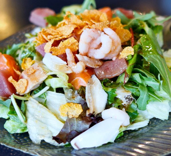 Knotty Pine Willow Tree Hot Seafood Salad