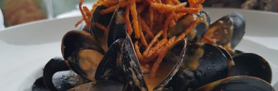 Butter Mussles with Crispy Chic Pea Frizzle Straws